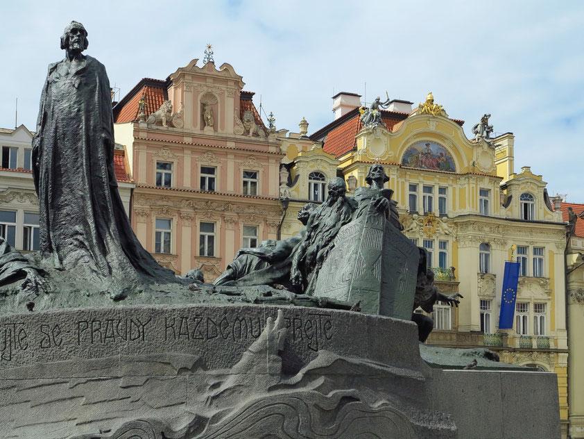 Jan-Hus-Denkmal (Pomník mistra Jana Husa) auf dem Altstädter Marktplatz