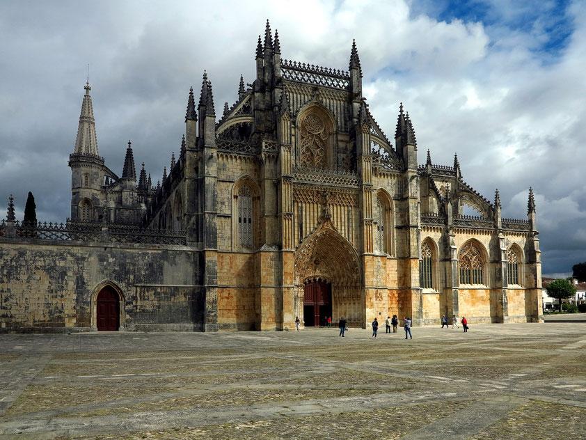 Mosteiro da Batalha mit Hauptportal
