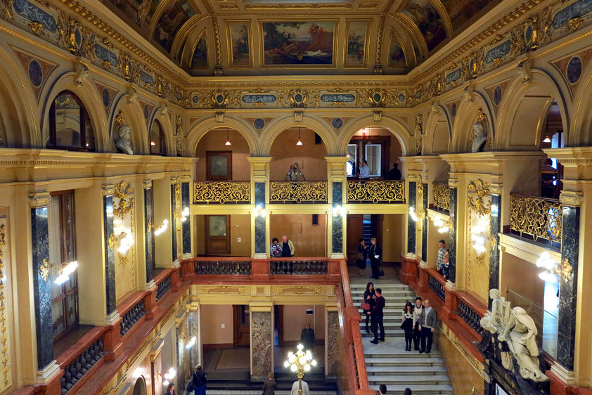 Vestibül des Opernhauses. Blick von oberer Etage