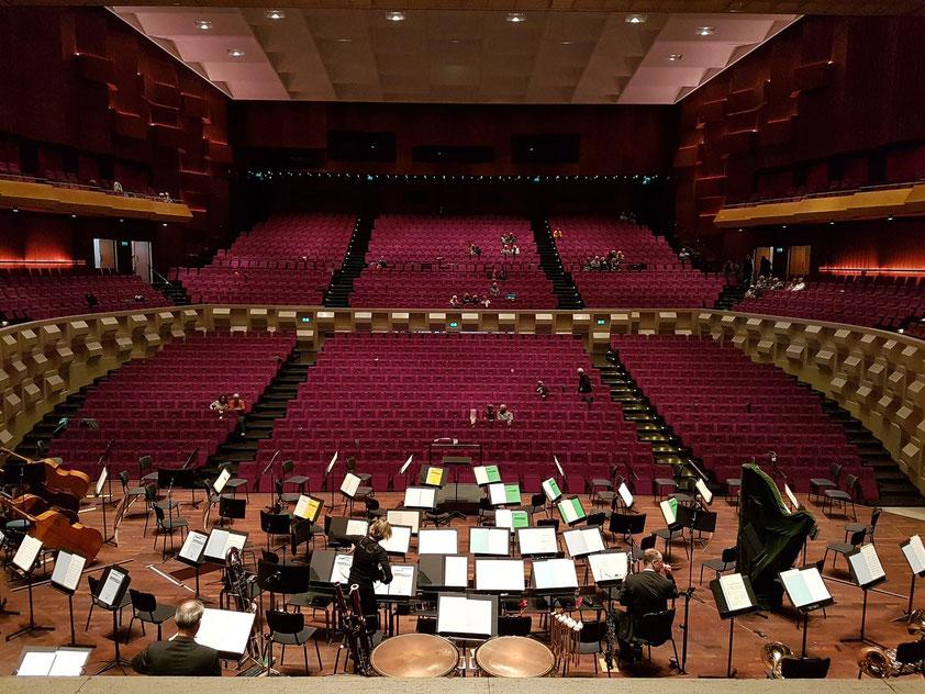 De Doelen, Großer Saal mit 2242 Plätzen, Blick von der Bühne in den Zuschauerraum