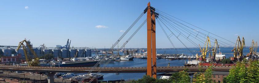 Blick von der Belvedere Kolonnade auf den Hafen von Odessa
