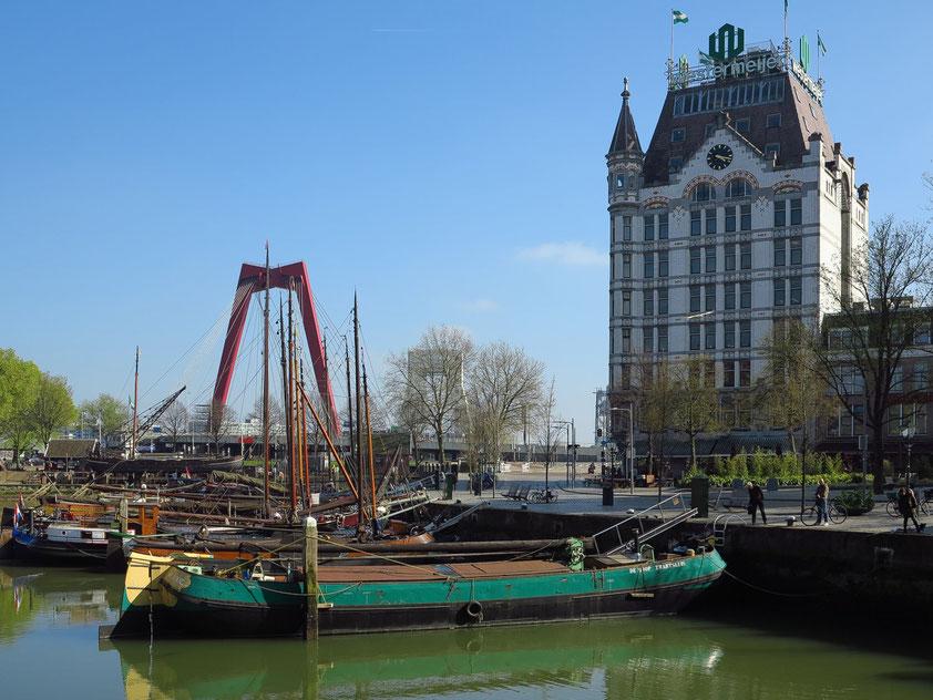 Oude Haven (Alter Hafen) mit Willemsbrug und Witte Huis (1898 im Art Nouveau Style das höchste Haus in Europa)