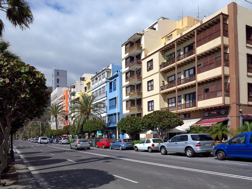 Santa Cruz, Gebäude an der Avenida Marítima