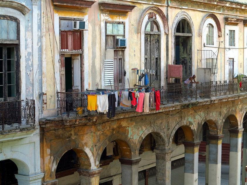 Havanna, Fassade der Calle Teniente Rey in der Altstadt