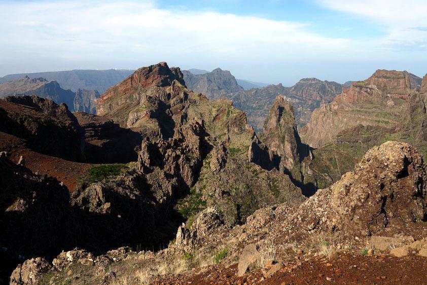 Blick vom Pico do Arieiro, 1818 m, nach Westen