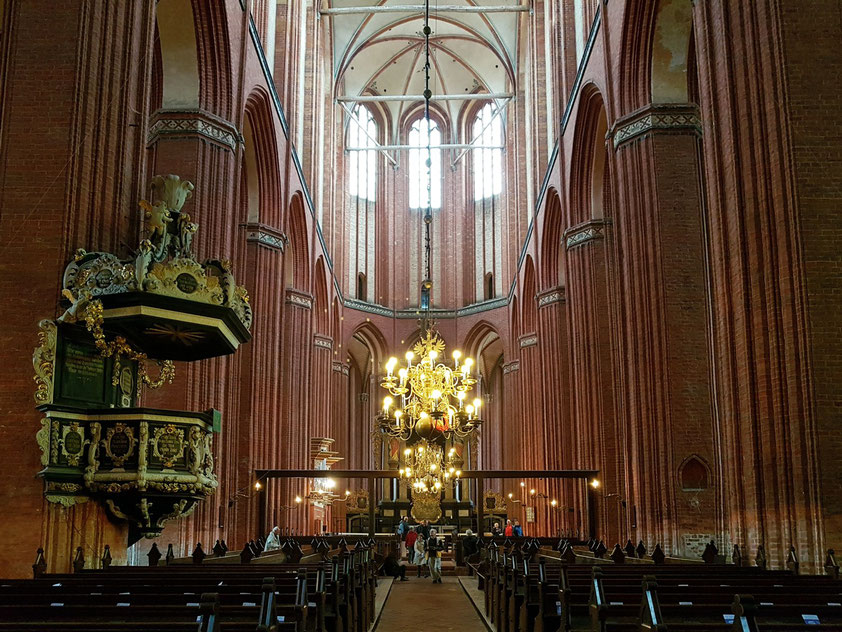 Kirche St. Nikolai, dreischiffige Basilika von 1381 bis 1487, als Kirche der Seefahrer und Fischer erbaut.
