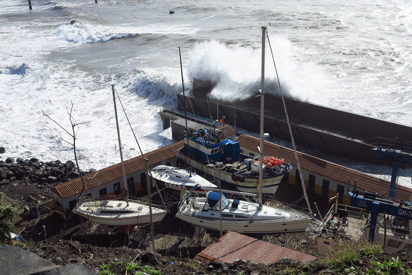 Nach dem großen Sturm am 11. 12. 2014, Estrada Joao Goncalves Zarco, südöstlich von Camara de Lobos))