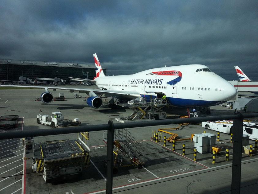 Boeing Jumbo Jet 747-400 auf dem Flughafen London-Heathrow, startbereit nach Dubai