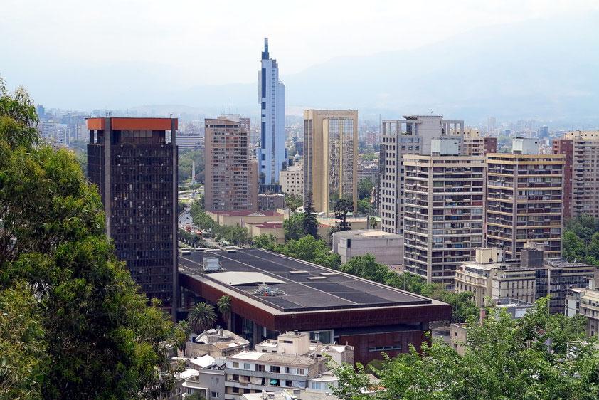 Blick vom Cerro Santa Lucía. Santiago leidet unter starker Luftverschmutzung. Die Luftqualität gilt nach Angaben der Weltgesundheitsorganisation (WHO) als eine der schlechtesten der Welt.