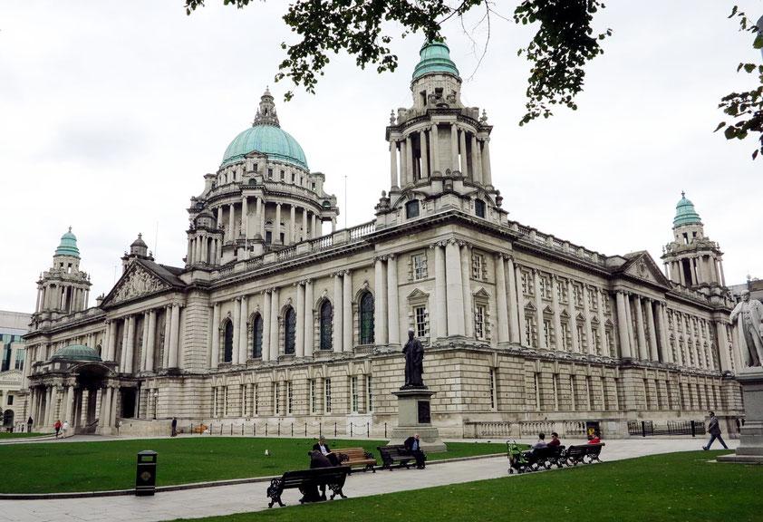 Belfast, prunkvolles Rathaus von 1906 im klassischen Renaissance-Stil