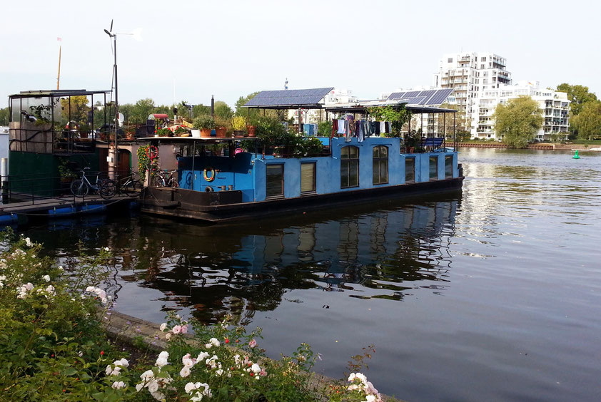 Hausboote auf der Spree in Treptow