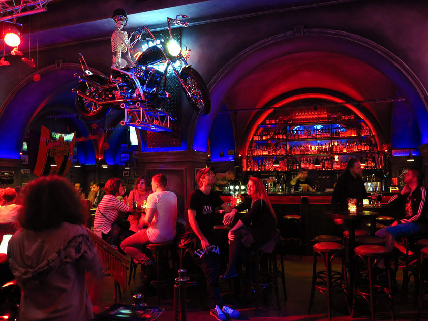 """Musikkneipe Whiskey in the Jar. """"This American bar and grill clearly aspires to be Wrocław's 'Hard Rock Cafe'""""."""