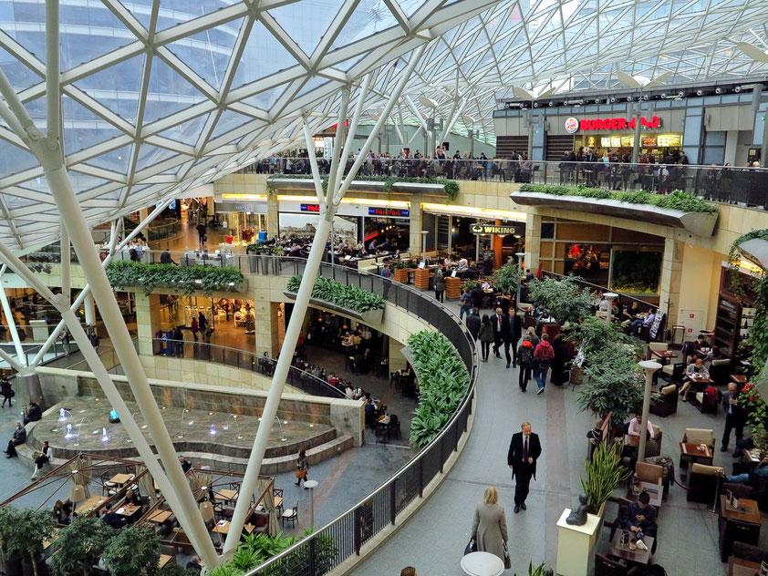 Das Einkaufszentrum umfasst rund 200 Geschäfte und Restaurants auf einer Fläche von 63 500 Quadratmetern. Hier der Bereich mit Restaurants.