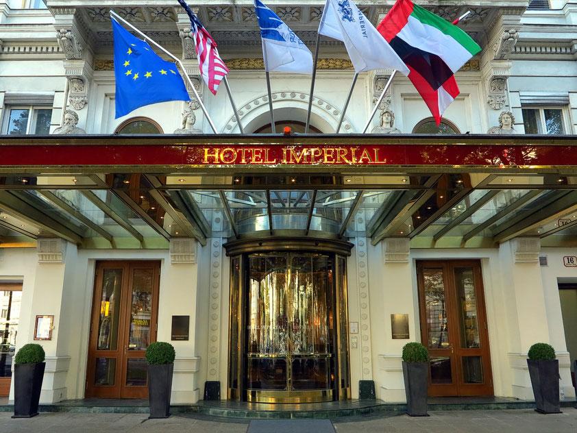 Eingang zum Hotel Imperial