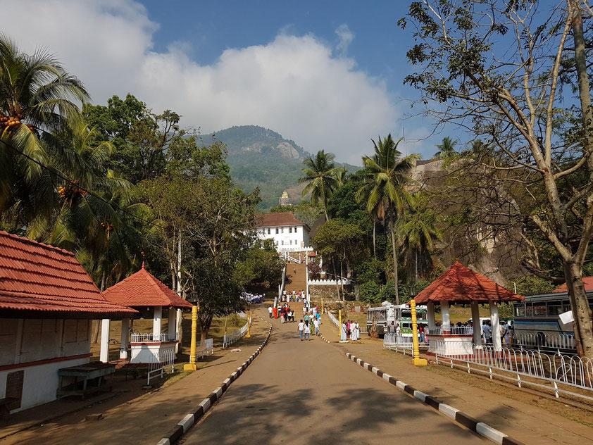 Buddhistischer Tempel Aluviharaya Rock Cave nördlich von Matale