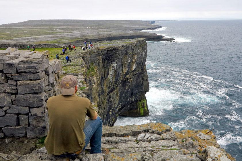Blick vom Steinfort Dún Aonghasa auf die Karstlandschaft von Inishmore