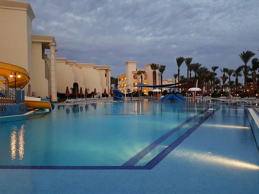 Swimming Pool des Hilton Resort Hurghada