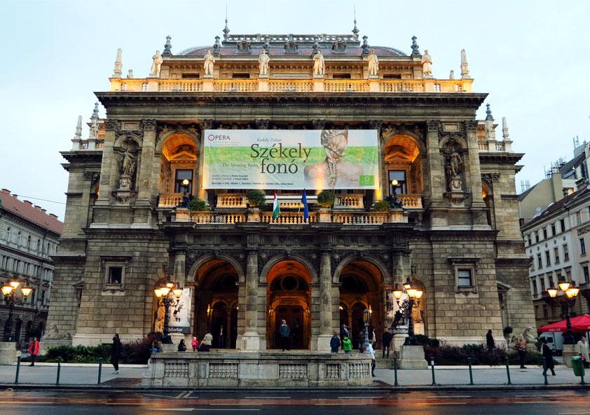 Gebäude der Ungarischen Staatsoper,  eines der prachtvollsten Gebäude der Neorenaissance-Architektur in Budapest, 1875 und 1884