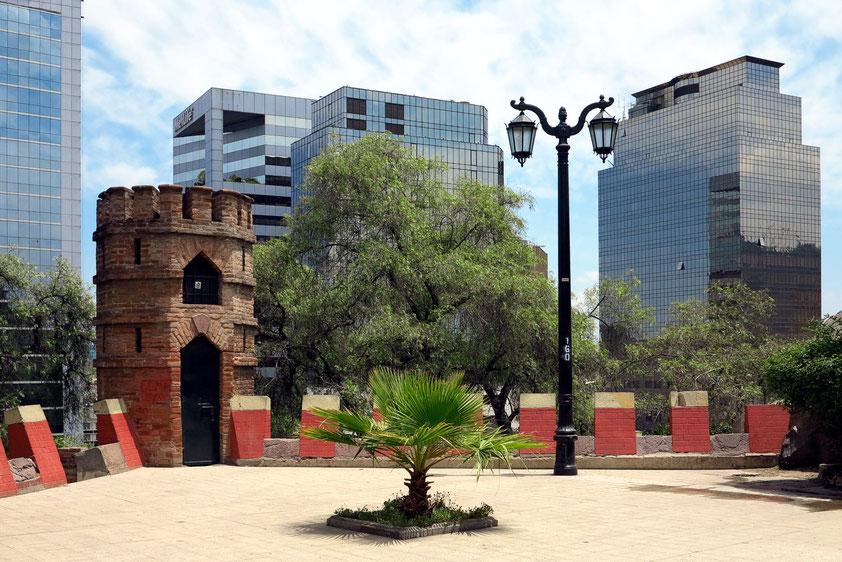 Cerro Santa Lucía, Eingang zum Castillo Hidalgo. Dort wurde 1541 vom spanischen Konquistador Pedro de Valdivia die heutige chilenische Hauptstadt Santiago gegründet.