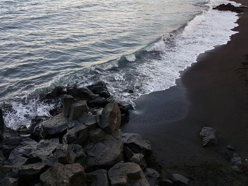 Schwarzer Lavastrand von Punta Brava