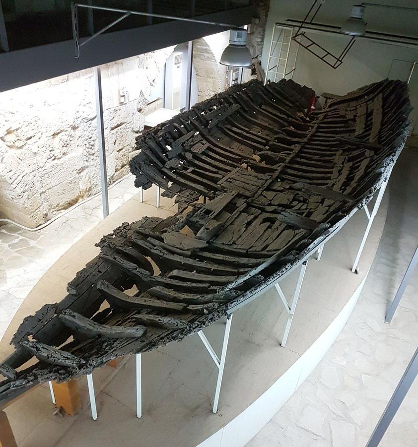 Das Schiff von Kyrenia gilt als das am besten erhaltene antike Schiff im Levantischen Meer. Es wurde 1965 entdeckt, ab 1967 gehoben und restauriert.