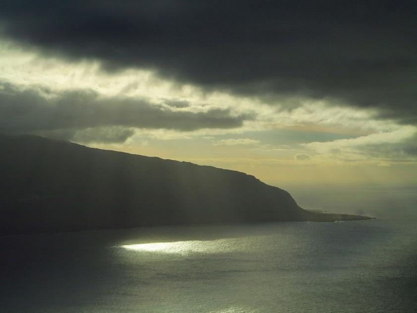 Blick vom Mirador de la Peña bei Sonnenuntergang auf den westlichen Steilhang von El Golfo