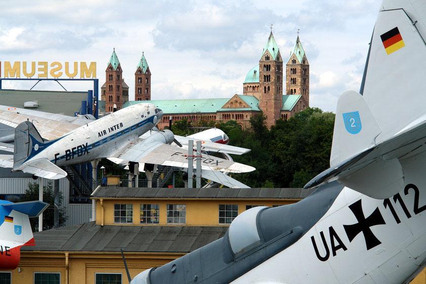 Flugzeuge im Technik-Museum und der Kaiserdom zu Speyer (Aufnahme von 2008)