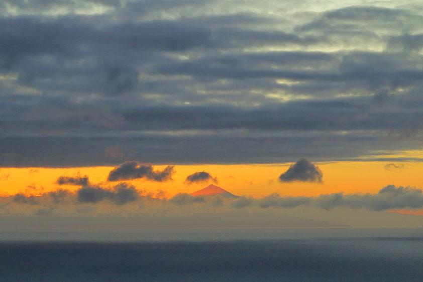 Sonnenaufgang in Echedo am 21.06.2021 um 07:23 Uhr. Am Horizont der Pico del Teide auf der Nachbarinsel Teneriffa in der Morgensonne
