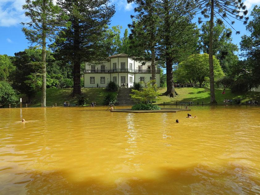 Thermalwasserbecken des Parks Terra Nostra (35 - 40 Grad Celsius)