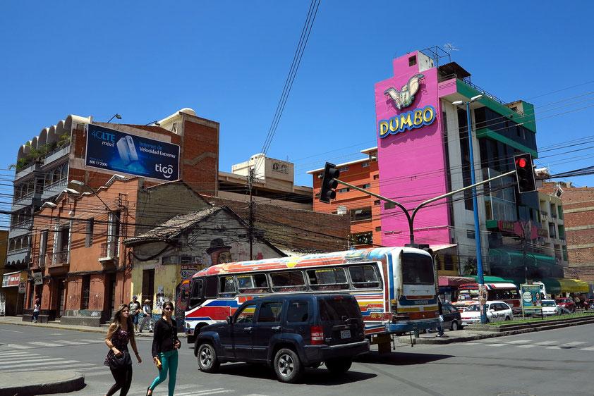 Cochabamba. Gebäude an der Avenida Uyuni