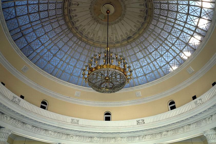 Blick in die Kuppel des Bahnhofs Odessa