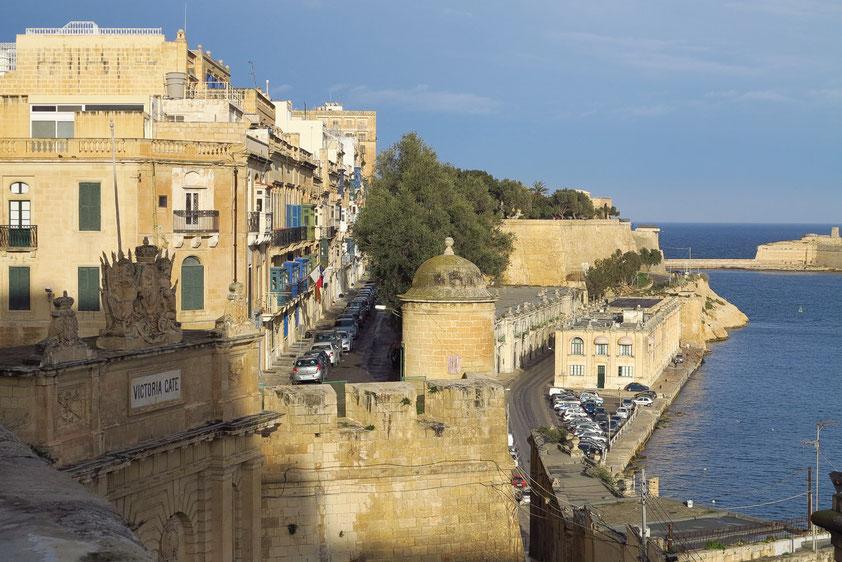 Victoria Gate im SE von Valletta, rechts der Grand Harbour