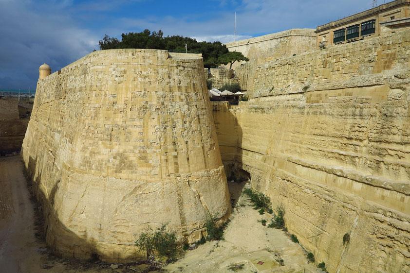 Valletta. Stadtbefestigung am südlichen Eingang zur Stadt
