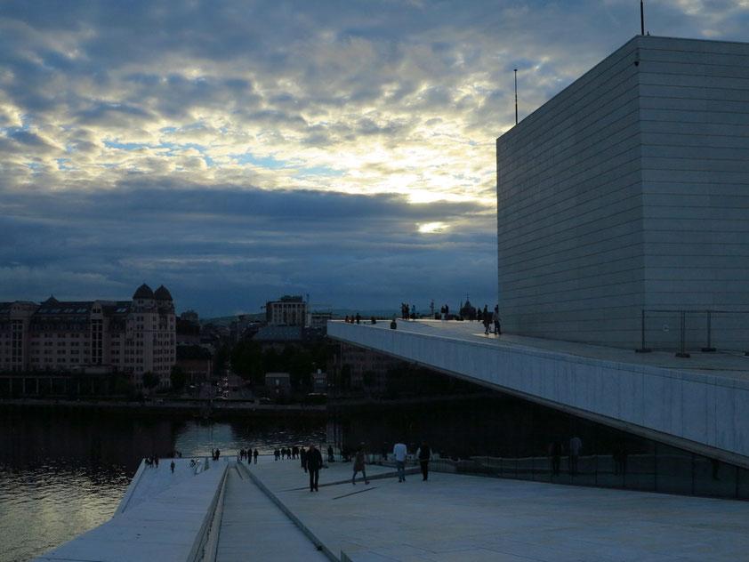 Abendstimmung in Oslo. Blick vom Dach des Opernhauses