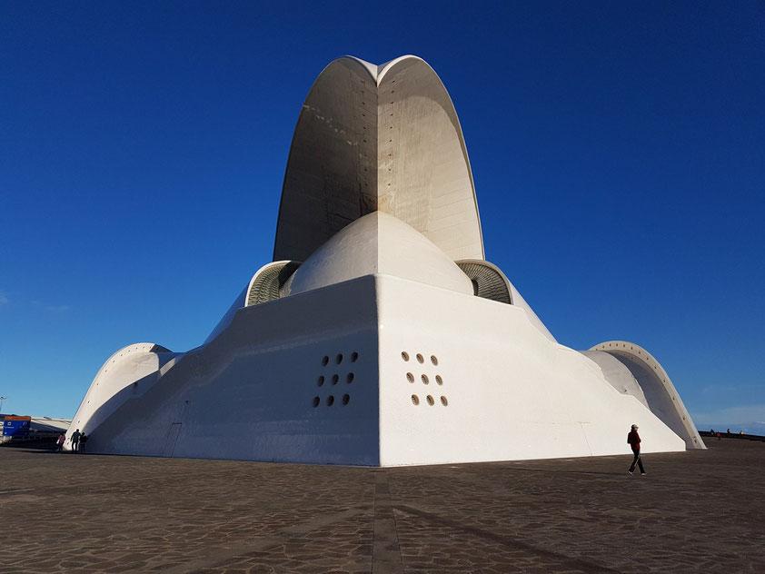 Auditorio de Tenerife Adán Martín, Architekt: Santiago Calatrava. Eröffnungskonzert am 23. 9. 2013, dirigiert von Víctor Pablo Pérez