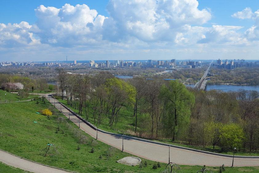 Parklandschaft am Westufer des Dnipro in der Nähe des Höhlenklosters Kiev Pechersk Lavra