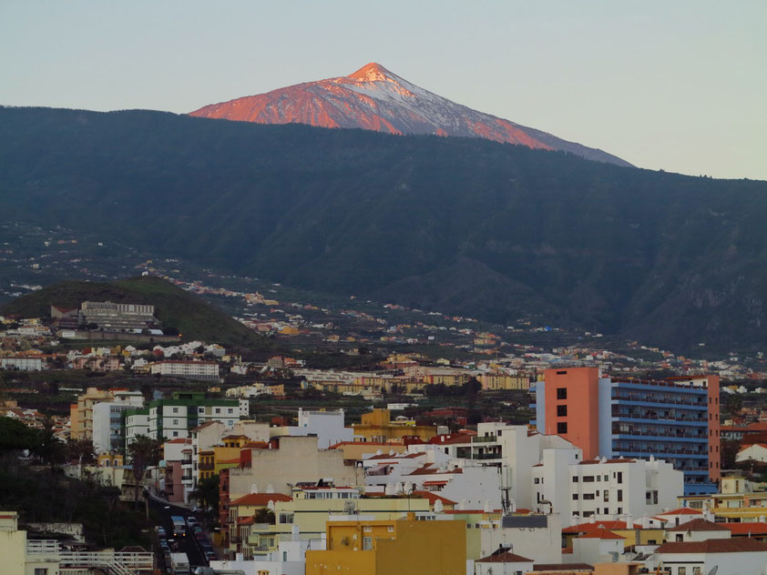 Sonnenaufgang am Pico de Teide. Blick vom Dach des Hotels Marquesa