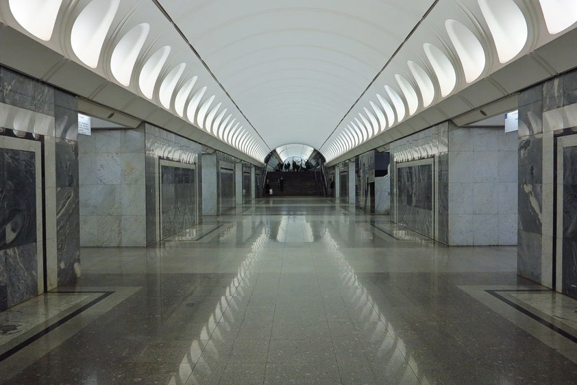Dostoevskaja, Bahnsteighalle