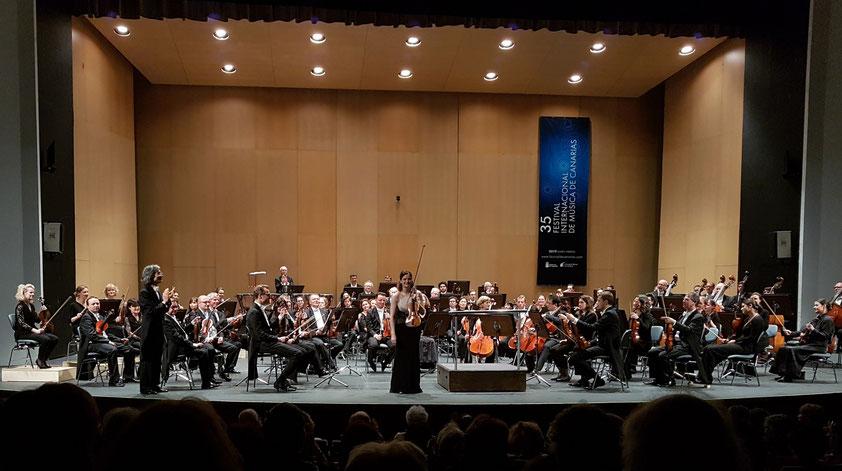 Applaus für die Violinistin Veronika Eberle (Brahms' Violinkonzert)