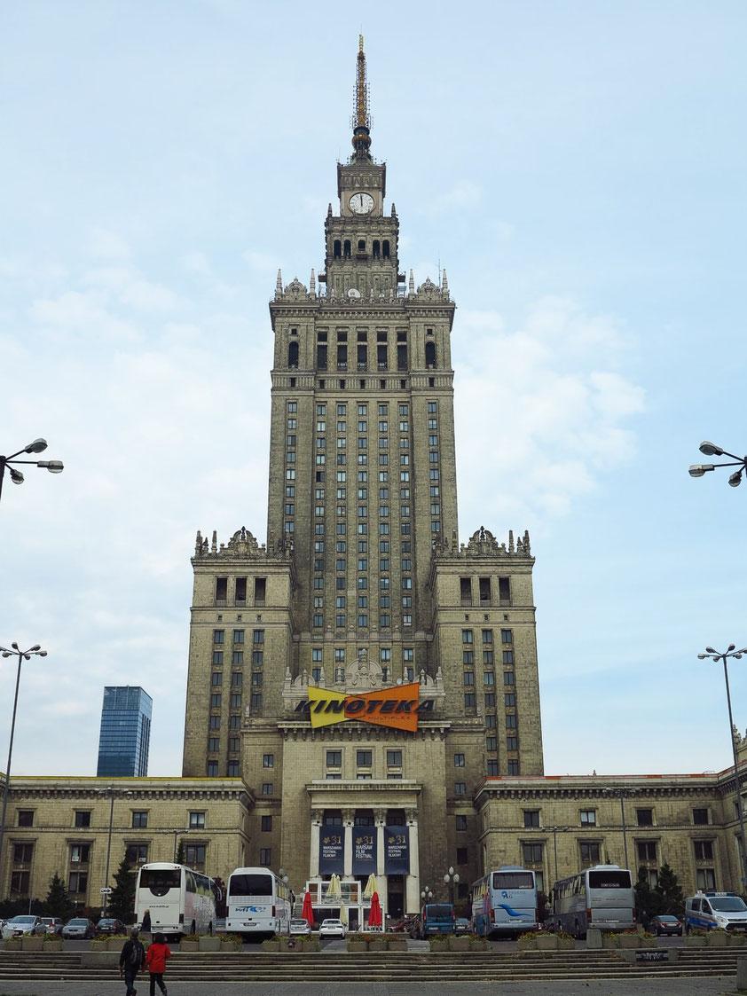"""Kulturpalast (polnisch: Pałac Kultury i Nauki), erbaut 1952-55 als """"Josef-Stalin-Palast der Kultur und Wissenschaften"""", mit 231 Metern höchstes Gebäude in Polen"""