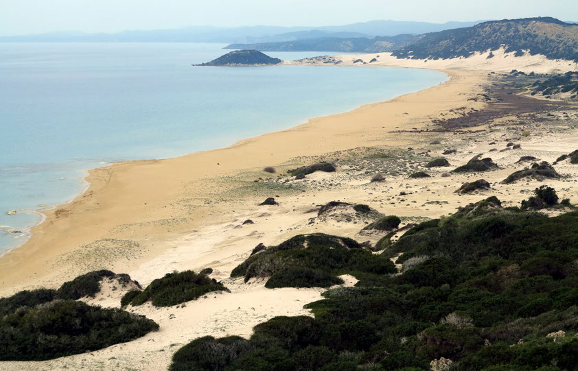 Golden Beach auf der Halbinsel Karpas, Blick von der oberhalb verlaufenden Straße