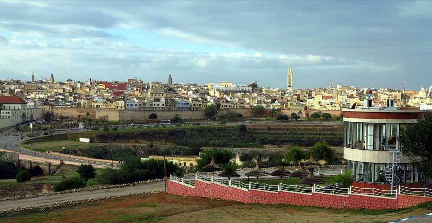 Meknès. Blick auf die Medina mit Stadtmauer