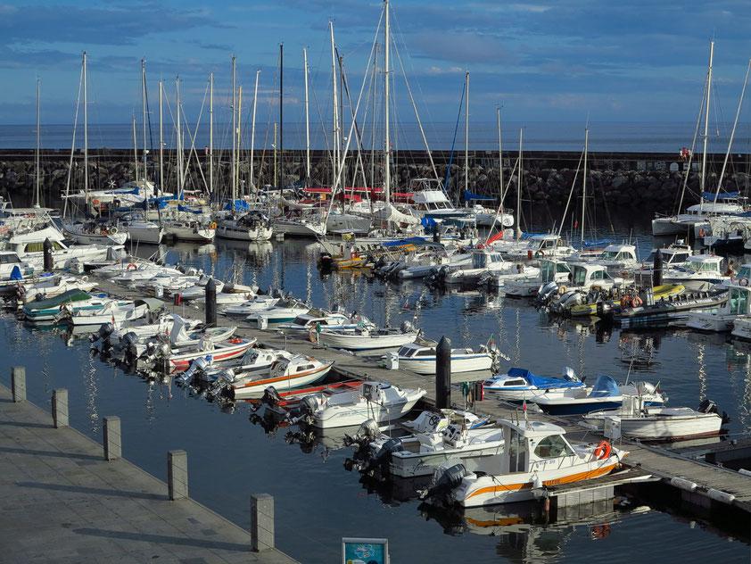 Angra do Heroísmo, Blick auf den Yachthafen