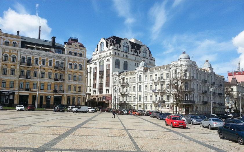 Zentraler Platz ( Sofijivs'ka Platz) neben der Sophienkathedrale