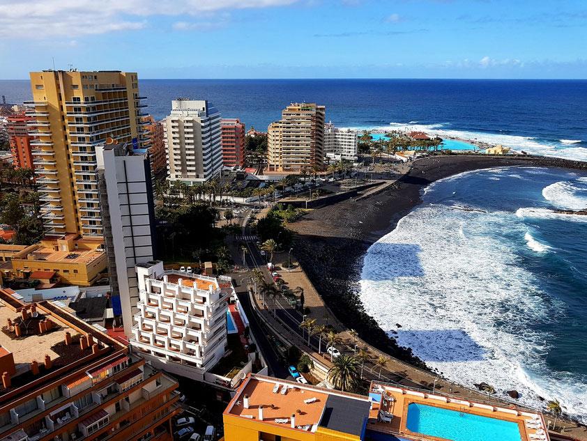 Blick vom Mirador La Paz auf Puerto de la Cruz mit der Costa Martiánez