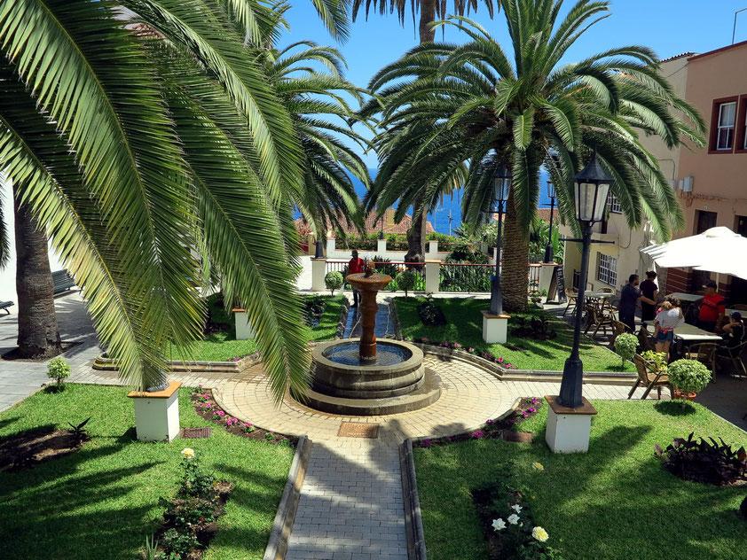 San Andrés. Blick von der Calle Plaza auf die Gartenanlage neben der Kirche San Andrés Apóstol