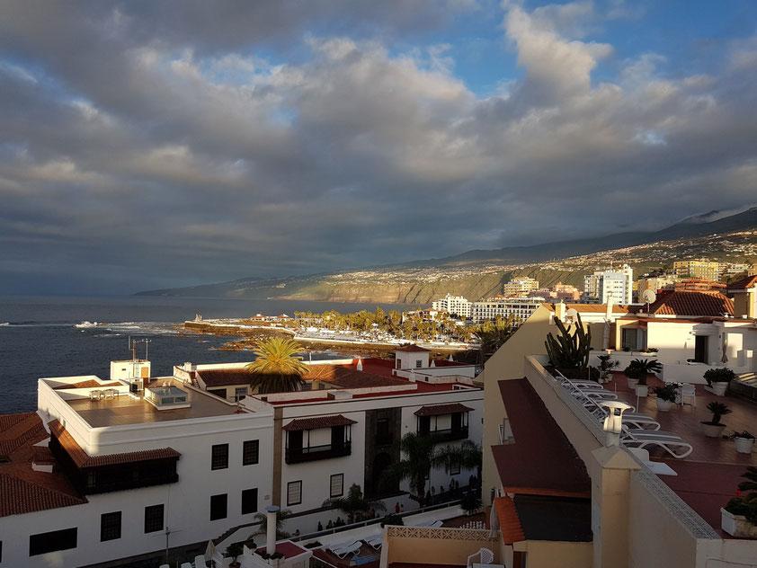Blick vom Dach des Hotels Marquesa nach Osten bei Sonnenuntergang