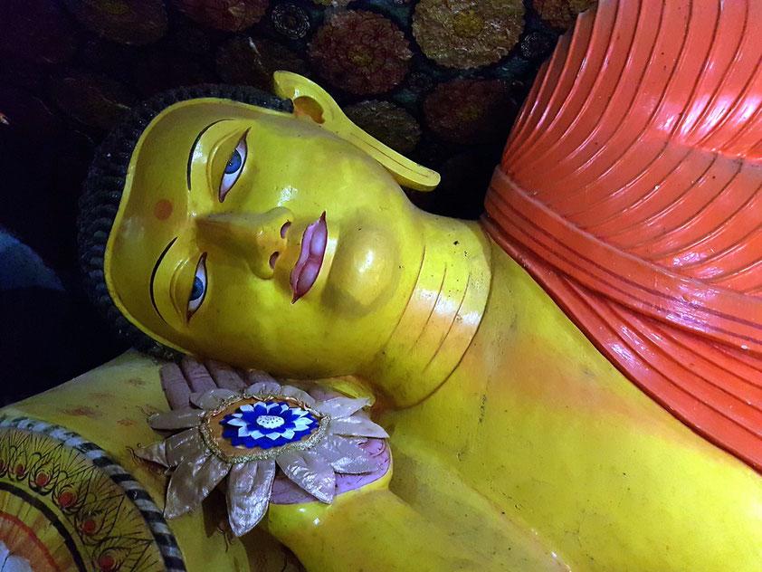 Liegender Buddha in der Klosteranlage am Fuße des Pidurangala