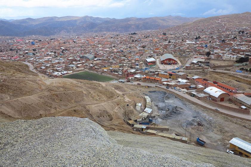 Blick vom Cerro Rico auf Potosí