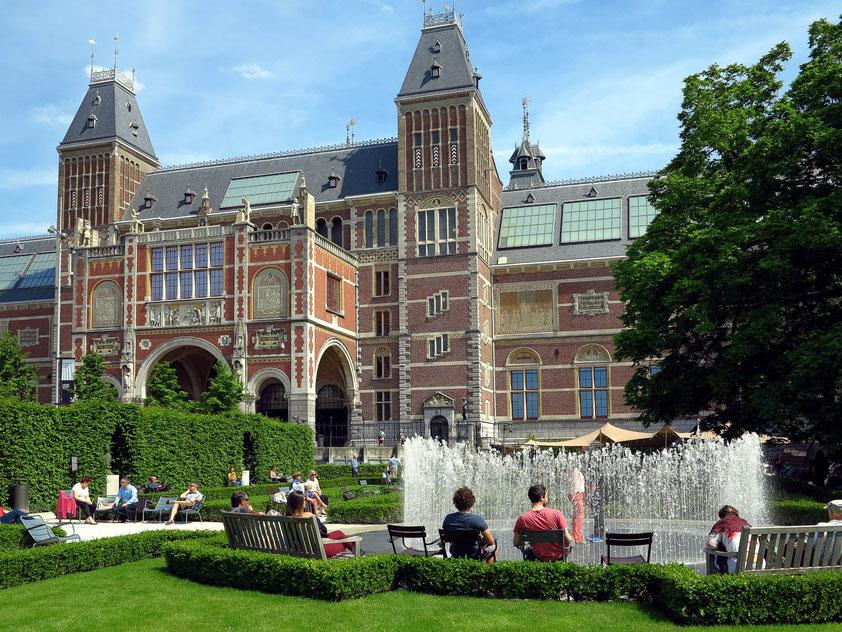 Rijksmuseum mit Garten und Fontäne